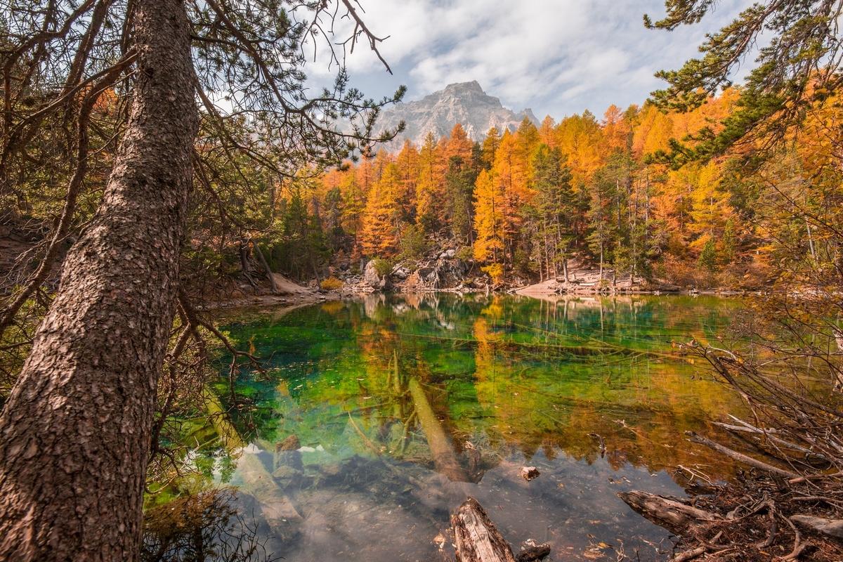 Lac Vert vallée étroite en automne